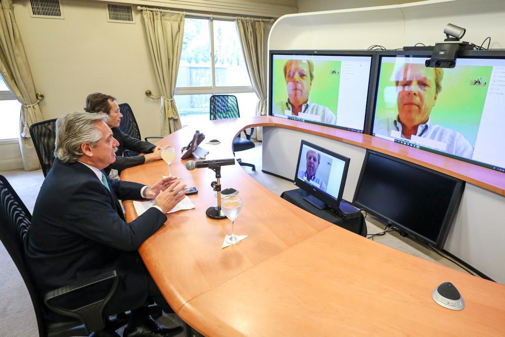 Alberto Fernández en diálogo con el representante del Banco Mundial.