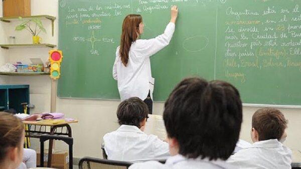 Suspenden las clases en escuelas con casos de coronavirus.