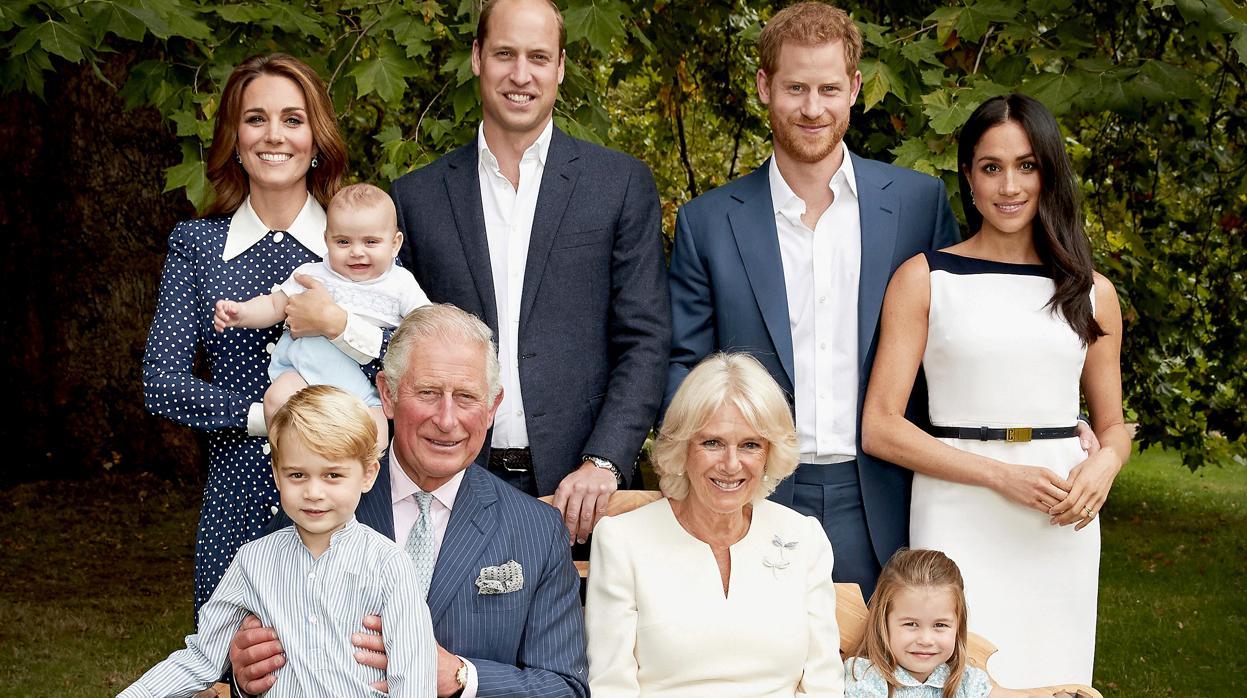Príncipe Carlos junto a su familia